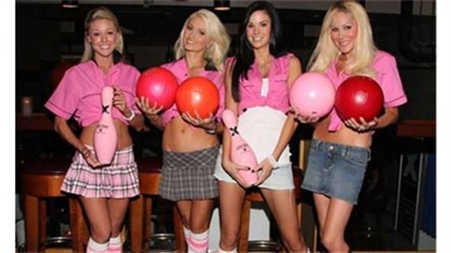 Playboy kızları bowling oynarsa